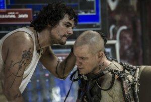 spider-brazilian-actor-wagner-moura-helps-get-people-to-elysium-illegally